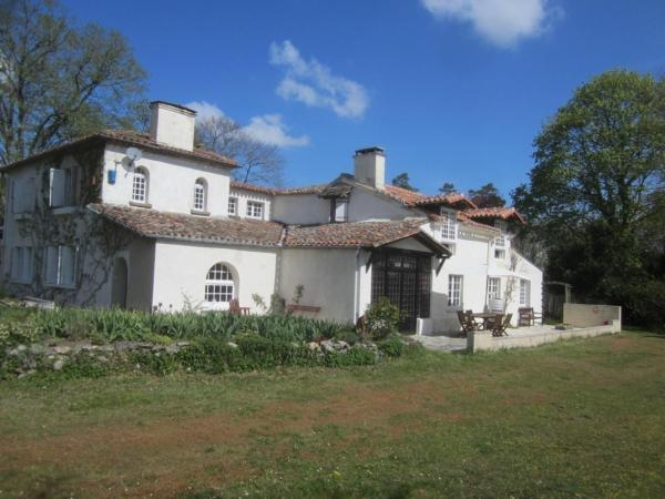 Hotel Pictures: Les Chassins B&B, Roullet