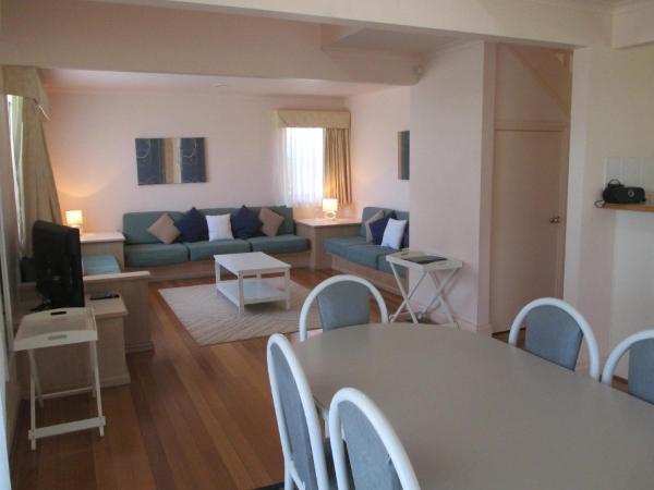 酒店图片: Waratah Family Cottage at Raffertys Resort, Cams Wharf