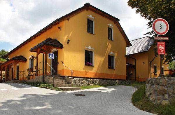 Hotel Pictures: Penzion Pulčínské Skály, Pulčín