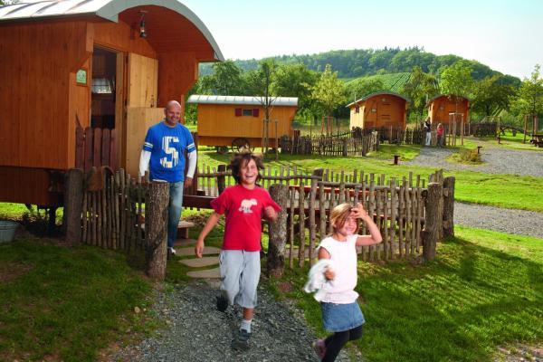 Hotel Pictures: Erlebnispark Tripsdrill Natur-Resort, Cleebronn