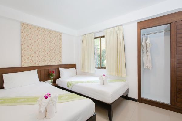 Standard Twin Room with No Balcony