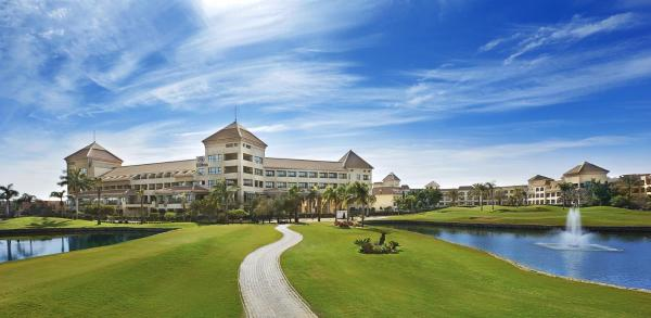 Hotel Pictures: Hilton Pyramids Golf, 6th Of October