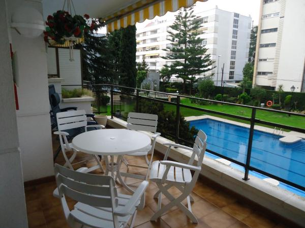 Two-Bedroom Apartment with Pool View (4 Adults + 1 Child)