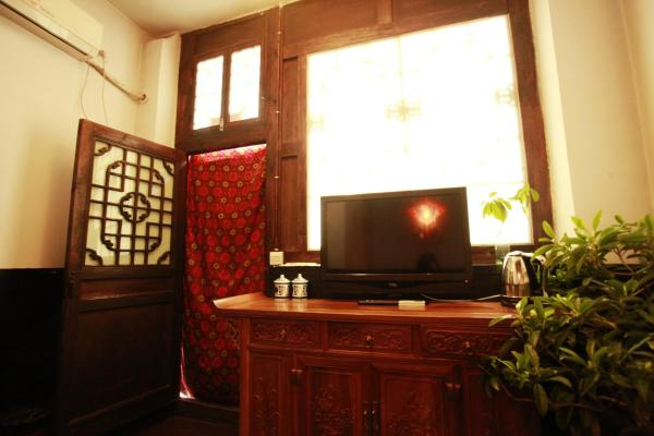 Standard Chinese Kang Bed Room with Garden View