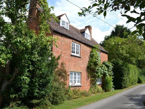 Hotel Pictures: Vine Cottage, Honington