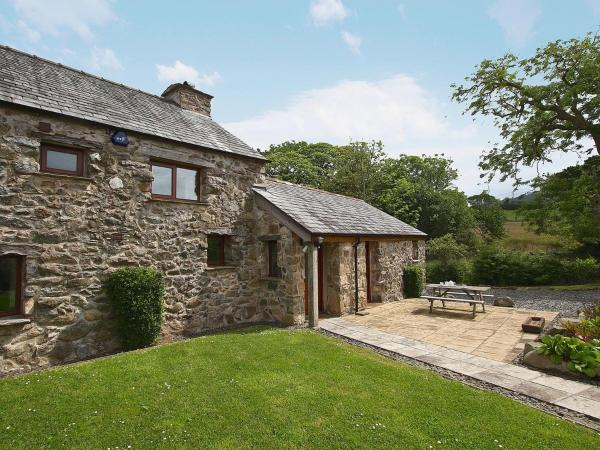 Hotel Pictures: Damson Cottage, Ravenglass