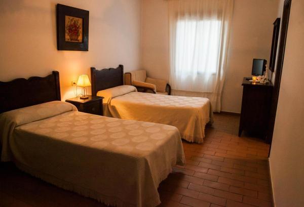 Hotel Pictures: El Artillero Hotel, Los Yébenes
