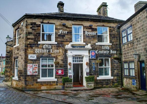 Hotel Pictures: The Old White Lion Hotel, Haworth