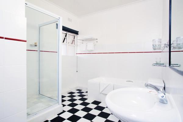 One-Bedroom Suite (1 adult)
