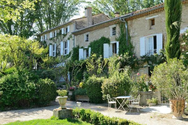 Hotel Pictures: La Nesquière Chambres d'Hôtes, Pernes-les-Fontaines