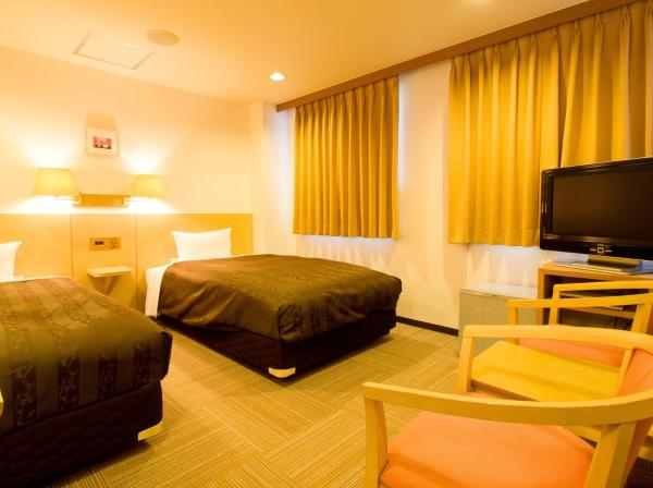 Twin Room with Small Double Beds and Private Bathroom - Smoking