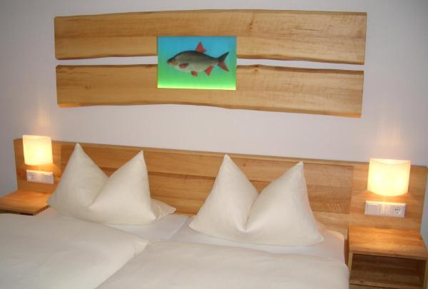 Hotel Pictures: Karpfenhotel im Gasthaus Sindel-Buckel, Feuchtwangen