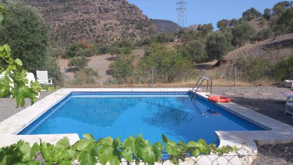 Hotel Pictures: La Casita Blanca La Almona Chica, El Chorro