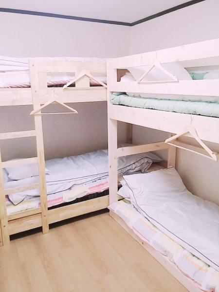 Bed in 6-Bed Female Dormitory Room (B)