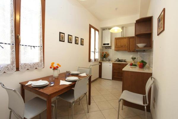 Two-Bedroom Apartment with Terrace (Ginori)