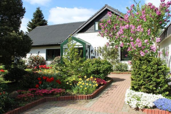 Hotel Pictures: Ferienwohnung Sommerwind, Rhauderfehn