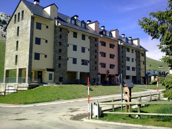 Hotel Pictures: Apartamentos Riglos Candanchu, Candanchú