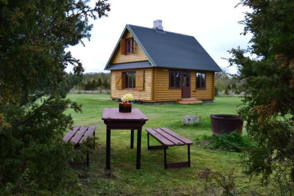 Hotel Pictures: Sõru Windy Summer Cottage, Sõru