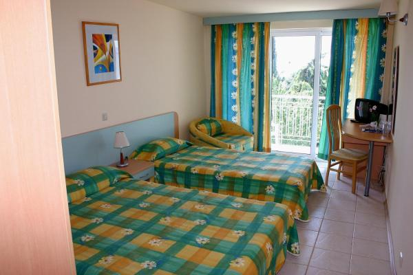 Double or Twin Room (2 Adults + 2 Children)