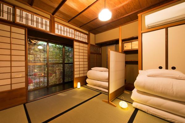 Deluxe Japanese-Style Room with Shared Bathroom