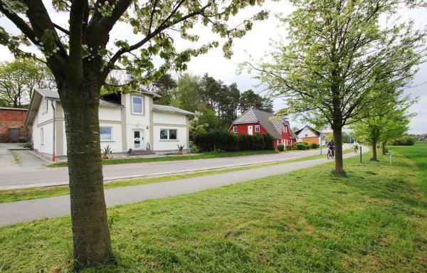 Hotel Pictures: Haus Greta, Middelhagen
