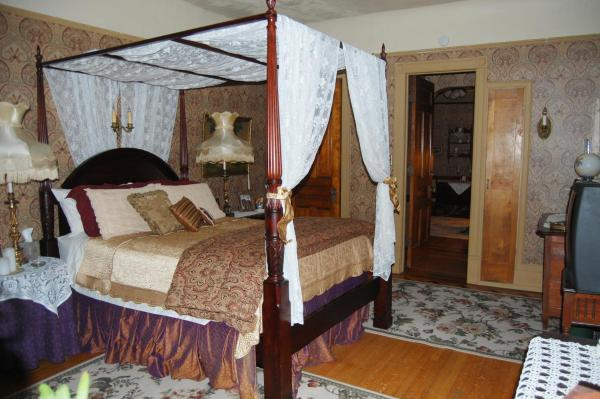 Queen Bed 2 Room Private Bathroom