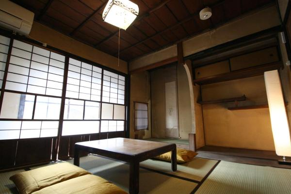 Japanese-Style Superior Twin Room with Shared Bathroom and Garden View