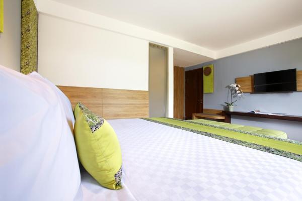 Suite Pool View
