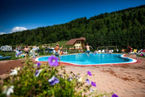 ホテル写真: Gebetsroither - Camping Bella Austria, Sankt Peter am Kammersberg