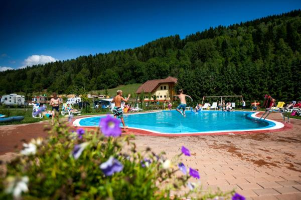 Foto Hotel: Gebetsroither - Camping Bella Austria, Sankt Peter am Kammersberg