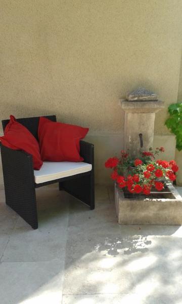 Hotel Pictures: L'Amanderaie Spa Close to Lourmarin, Cadenet
