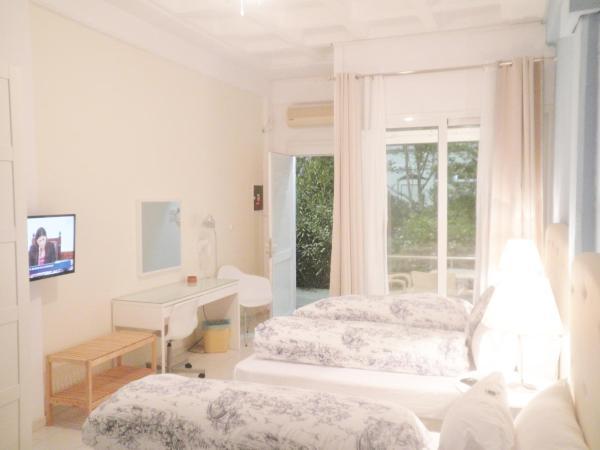 Triple bed studio with garden view