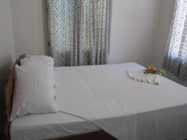 One-Bedroom Bungalow with Sea View (3 adults + 1 child)