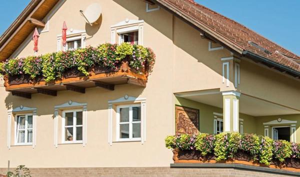 Hotel Pictures: Ferienwohnung Familie Hartinger, Riegersburg