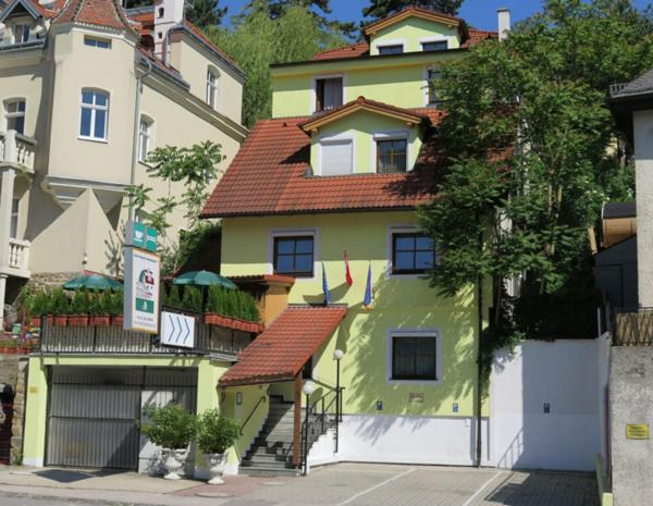 Фотографии отеля: Hotel-Pension Goldenberg, Клостернойбург