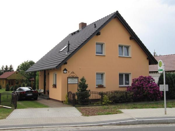 Hotel Pictures: Ferienhaus Familie Bramke, Burg