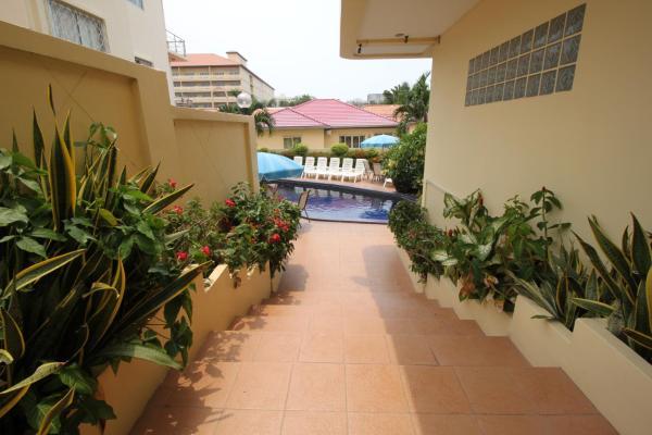 Luxury One-Bedroom Villa with Garden View