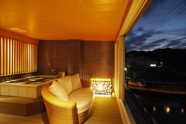 Deluxe Suite with Open-Air Bath