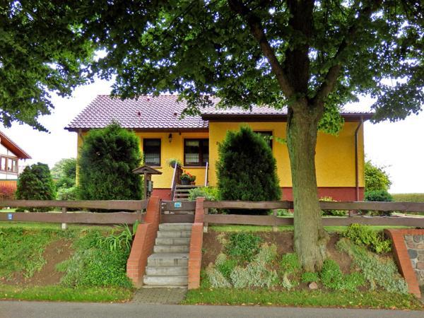 Hotel Pictures: Ferienwohnung unweit der Müritz, Gotthun
