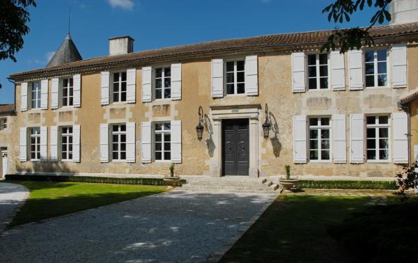 Hotel Pictures: Relais du Silence Le Logis du Péré, Saint-Coutant-le-Grand
