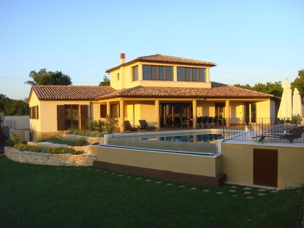 Four-Bedroom Holiday Home with Private Pool