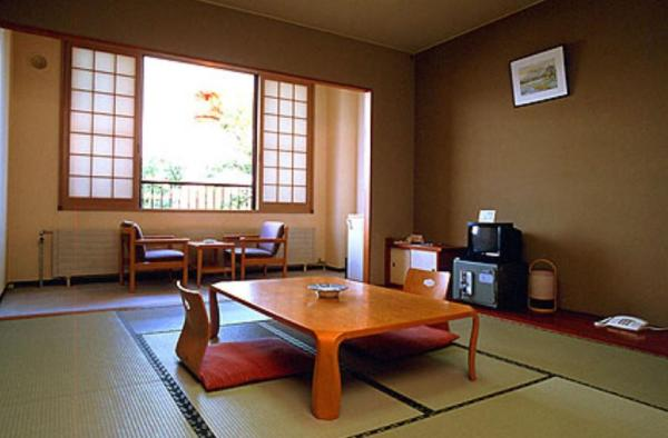 Japanese-Style Family Room with Lake View