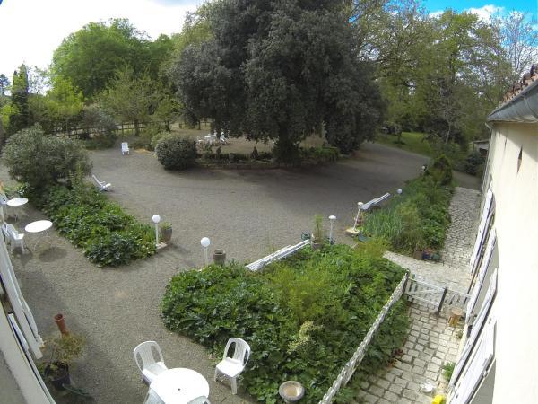 Hotel Pictures: Résidence du Château de Bégué, Cazaubon