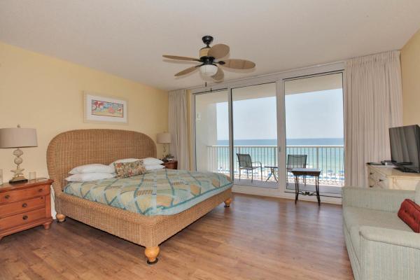 Studio Apartment 412 with Sea View