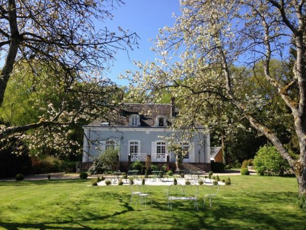 Hotel Pictures: Hôtel les Grands Chênes, Saint-Fargeau