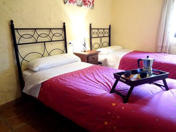 Hotel Pictures: Casas Rurales El Viejo Alcornoque, Pujerra
