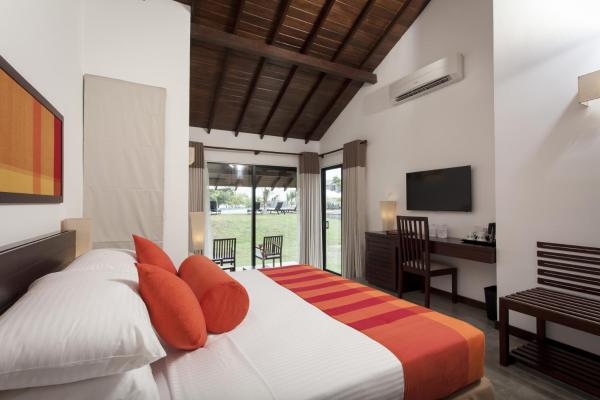 Super Deluxe Queen Room with Pool View and Ocean View