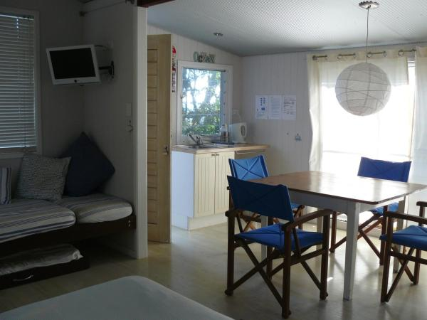 Family Room with Garden View 3
