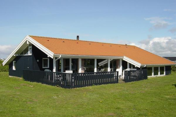Hotel Pictures: Five-Bedroom Holiday Home Nordsøvej with a Sauna 01, Lønstrup