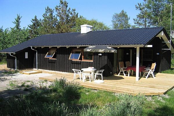Hotel Pictures: Three-Bedroom Holiday Home Gravens 07, Østerby